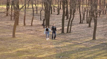 tonları : Pair of lovers walks in the park in early spring Stok Video