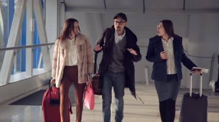 go away : two girls and a guy meet at the airport before boarding the plane Stock Footage