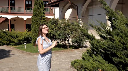 religion health : A girl walks around the sights of an unfamiliar city. Excursion. Garden Stock Footage