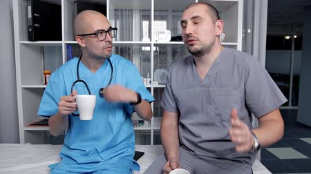 латина : Young Doctors Speak at Coffee Break