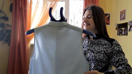 parník : A woman uses steam to iron her blouse. The process of steaming the blouse using a steam cleaner. Close up Dostupné videozáznamy