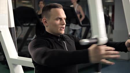 férfiasság : Handsome man exercises in the fitness club.Burning calories in the gym., Healthy and fitness gym concept