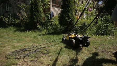 tondre : the man got tangled in the wires from the electric lawn mower