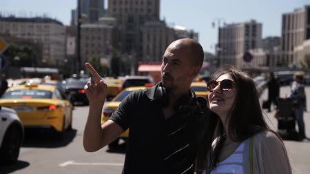 passerby : A man will help the newly arrived girl to navigate in the metropolis. A man points the way to a tourist lost in a big city Stock Footage