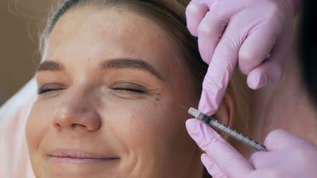 кислота : Beautiful woman getting cosmetic injection in eye area from beautician. Clean Beauty concept