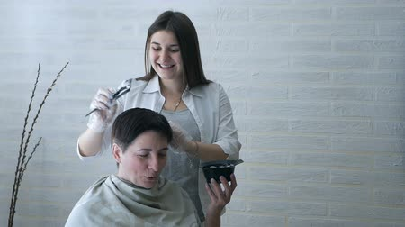barna haj : A pregnant hairdresser is engaged in hair coloring in a beauty salon, professional dyeing and hair care, a beauty salon.
