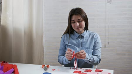 ラッピング : Young attractive girl prepares decorations in an apartment for Valentines Day
