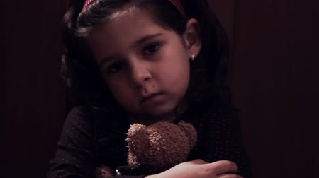üzgün : Desperate little girl