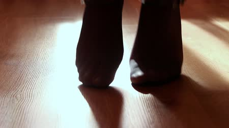 Пол : Close up of a female feet doing exercises indoors Стоковые видеозаписи