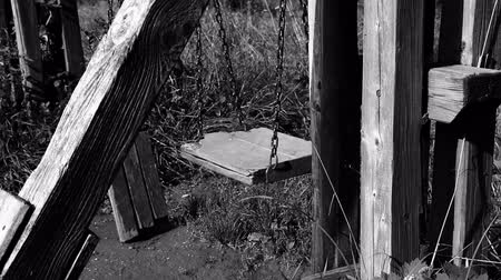 без вести пропавшие : Black and white video of empty broken swing, concept of abandoned child