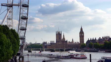 londra : Time lapse of London Eye, Big Ben and Houses of Parliament in London City Stok Video
