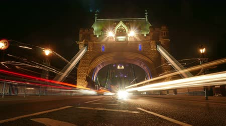 londra : Rush hour in London, view to the Tower Bridge night, time lapse