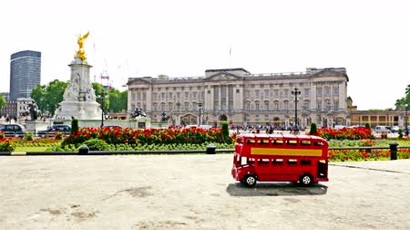 populární : Stop motion of the famous London red bus passing by Buckingham palace in London, part 4