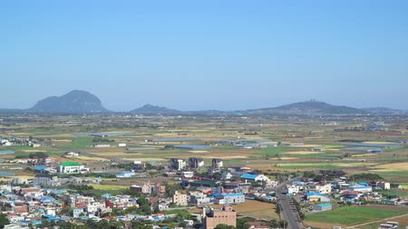 fixní : Landscape of Farm filed in Daejeong-eup and Hangyeong-myeon, viewed from the summit of Dang Oreum in Jeju island, Korea. Dostupné videozáznamy
