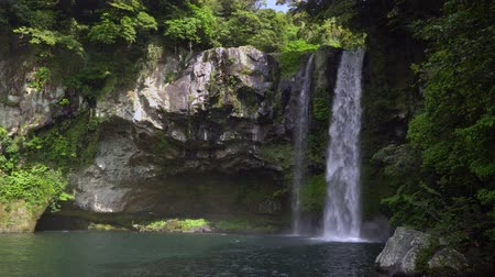 magnífico : Cheonjiyeon waterfalls, one of the most famous waterfalls on Jeju Island. The waterfall is 22m high and the name means sky connected with land.