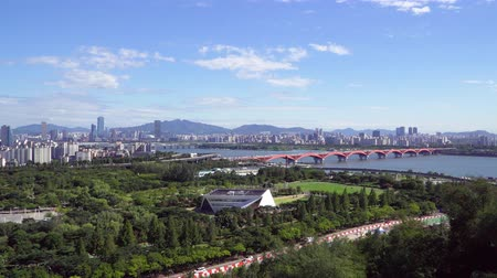 han river : Seoul, Korea - August 26, 2016: Cityscape of Seoul with Han river. Seoul is the capital and largest metropolis of the South Korea. And Han River is the largest river in Korea flowing across Seoul. Stock Footage