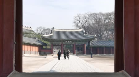 összetett : Seoul, Korea - December 9, 2015: Sukjangmun Gate and tourists in Changdeokgung. Changdeokgung is a palace built as a secondary palace of the Joseon dynasty in 1405, during King Taejongs reign.