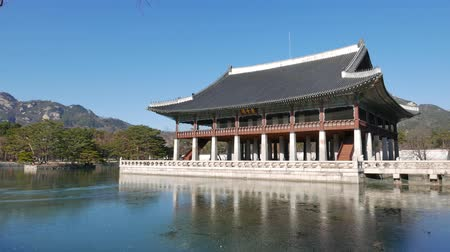 gyeongbokgung : Seoul, Korea - December 28, 2015: Gyeonghoeru pavilion in Gyeongbokgung, a hall used to hold formal banquets. Gyeongbokgung palace was the main palace of the Joseon dynasty. Stock Footage