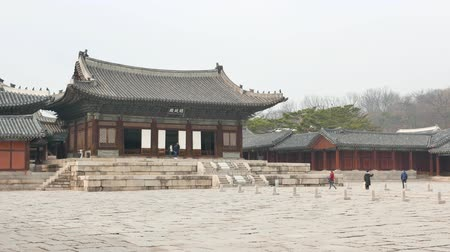 winter palace : Seoul, Korea - January 3, 2016: Myeongjeongjeon, main hall of Changgyeonggung palace.  The palace was built by King Sejong and was one of the five grand palace of Joseon dynasty. Stock Footage