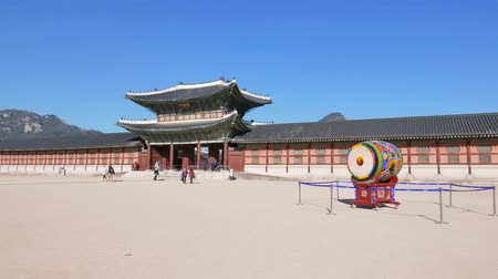 gyeongbokgung : Seoul, Korea - December 28, 2015: Heungnyemun, The secondary main inner gate of Gyeongbokgung palace. The palace was the main palace of the Joseon dynasty, located in northern Seoul. Stock Footage