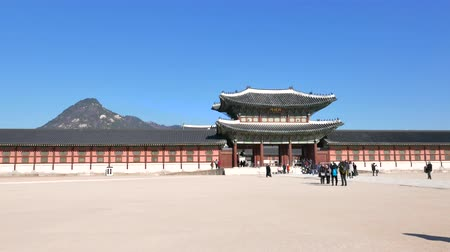 winter palace : Seoul, Korea - December 28, 2015: Heungnyemun, The secondary main inner gate of Gyeongbokgung palace. The palace was the main palace of the Joseon dynasty, located in northern Seoul. Stock Footage