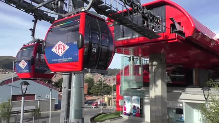 bilet : BOLIVIA, LA PAZ, 12 FEBRUARY 2017 - Teleferico Cableway station with a cable car of the red line