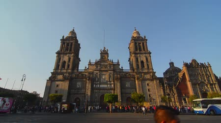 metropolitní : Activity around the cathedral in Mexico City in the Zocalo