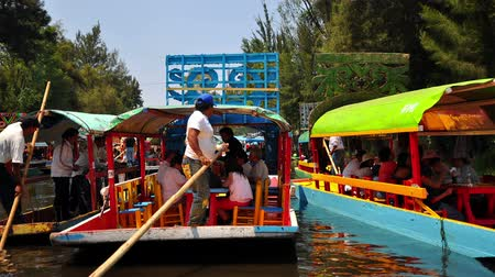 mexicaans : Boten en activiteiten in Xochimilco Grande in Mexico City in stop motion Stockvideo