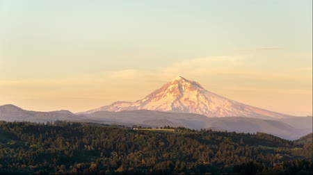 maska : Time lapse video of the sun setting on Mt. Hood in the Cascade range in Western Oregon