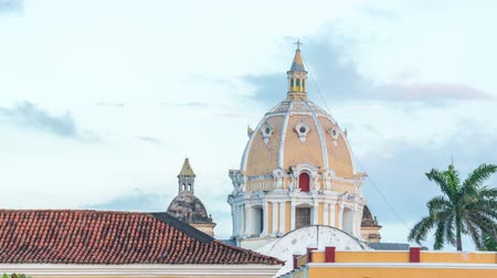 латинский : Time lapse of sunset on a church in Cartagena, Colombia