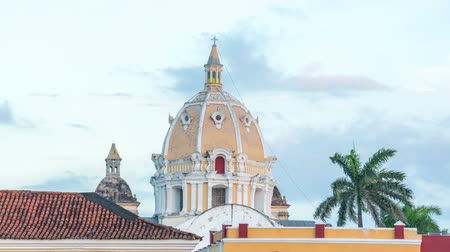 serpenyő : Sunset time lapse of San Pedro Claver church in Cartagena, Colombia