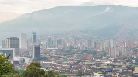 kolombiya : A zooming in time lapse video as darkness falls on Medellin, Colombia