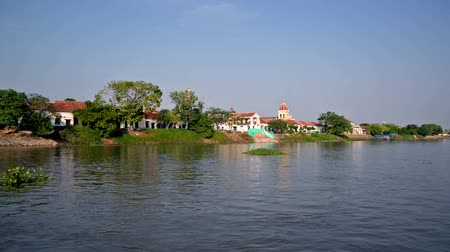 Колумбия : View of Mompox, a historic colonial town, from the Magdalena River in Colombia