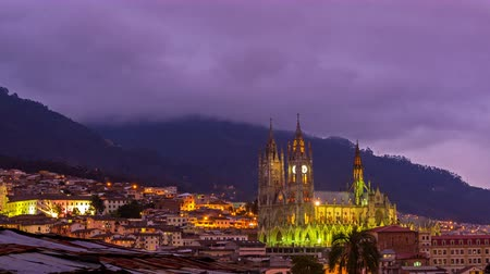 Эквадор : Time lapse of dramatic clouds over the basilica in Quito, Ecuador
