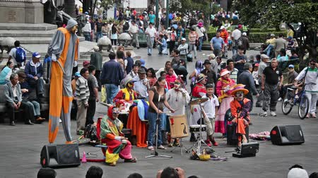 quito : QUITO, ECUADOR - DECEMBER 28: Street performers in the Plaza Grande in Quito, Ecuador on December 28, 2014 Stock Footage