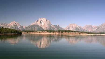 grand tetons : Jackson Lake and a view of the Teton Mountain Range in Wyoming
