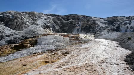 mamut : Jupiter Terrace and blue sky at Mammoth Hot Springs in Yellowstone National Park Wideo