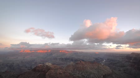 velg : Wolken passeren over de Grand Canyon in de vroege ochtend Stockvideo
