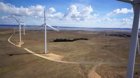 vento : Aerial view of wind turbines Vídeos