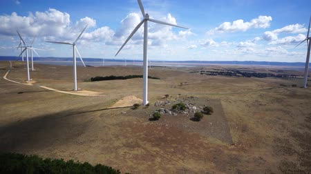 parque eólico : Aerial view of wind turbines Vídeos