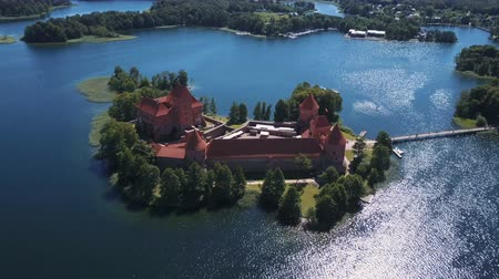 descoberta : Lithuania. Trakai. Beautiful castle on the lakes. Aerial view of Trakai castle in summer season.