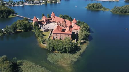 litvanya : Lithuania. Trakai. Flight over beautiful castle on an island on a lake. Aerial view of Trakai castle in summer season. Stok Video