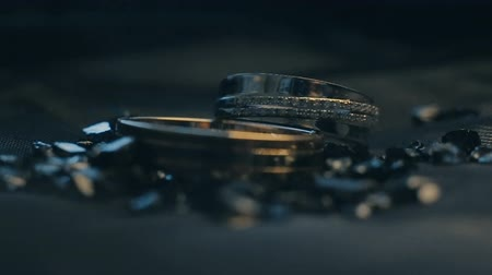 platina : Wedding rings on a decorated surface shining with light close up macro