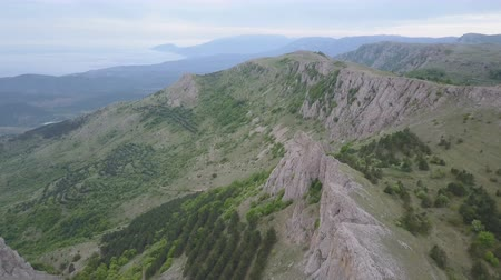 krím : Aerial view of Crimean Mountains, rocks and forests. Amazing rock formations in Crimea Stock mozgókép