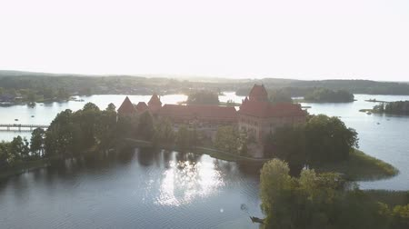 Литва : Aerial view of Trakai castle in summer season. Beautiful castle on the lakes in Lithuania.