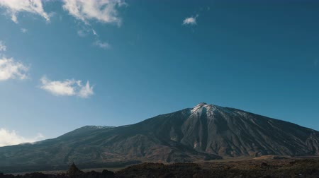 erupção : Time-lapse of clouds formation over Teide volcano, Tenerife, Canary islands, Spain. Time-lapse.