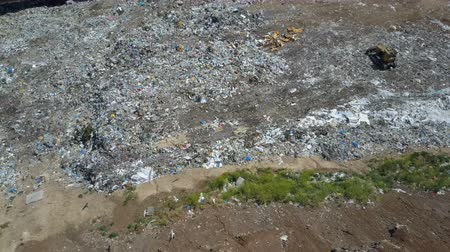 znečištěné : Aerial view, large garbage pile at sorting site. Garbage pile in trash dump. Environmental pollution from consumerism household. Gulls Feeding on Food Waste in City garbage Dump. Dostupné videozáznamy