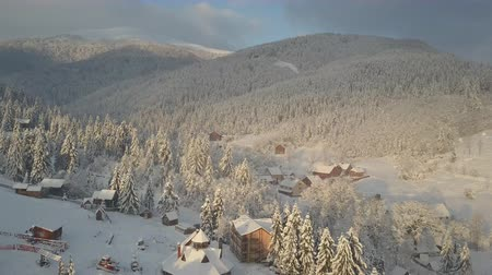 chata : Aerial view of snow-covered houses in mountains. Rural landscape in winter. Carpathian village in the snow from a height.