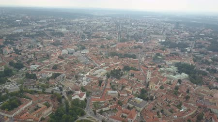 homlokzatok : Panoramic Flight over ancient centre of european city. Beautiful Aerial view of the old town of Vilnius, the capital of Lithuania.