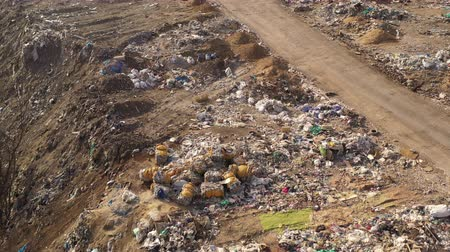 Çingene : Flight over Trucks bringing waste to a Garbage pile in trash dump. Aerial view of large garbage pile at sorting site. Environmental pollution from consumerism. Waste Processing on a rubbish dump.